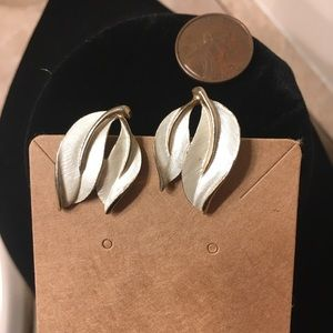 Clip on white and gold earrings